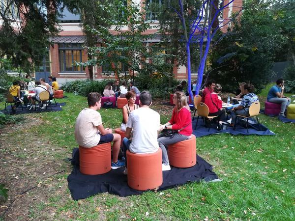 Veronique Batifol parle du dicoAE à la Nuit des chercheurs 2019